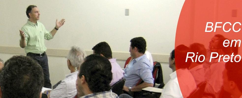 Apeti reúne interessados no curso de Internacionalização de empresas e presidente do BFCC, Jefferson Michaelis, para fortalecer parceria entre entidades